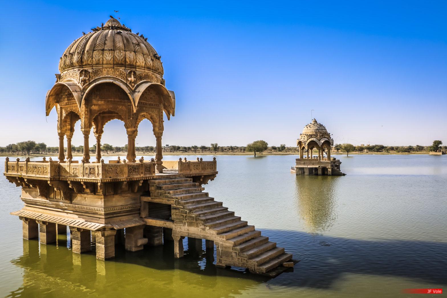 Lac Gadisar à Jaisalmer Lac Gadisar à Jaisalmer, Rajasthan, mars 2016.